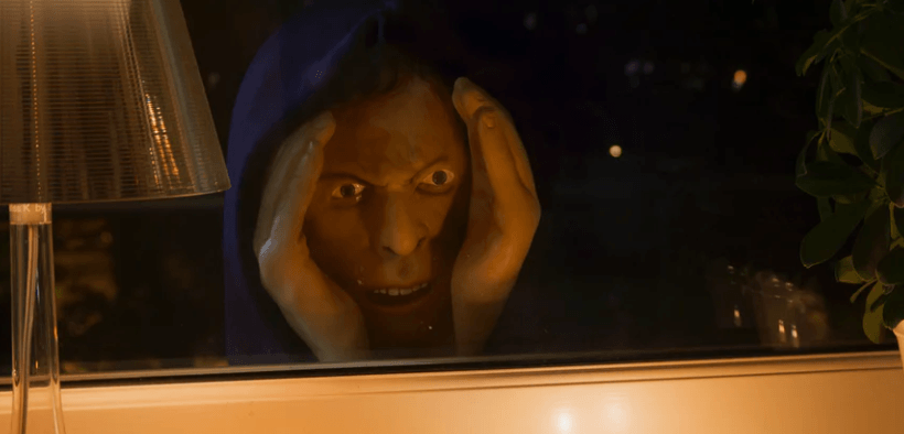 Falsk ansigt du kan sætte udenfor vindue og skræmme folk