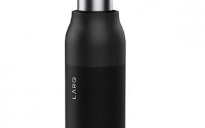 Vandflaske der renser sig selv med uv lys